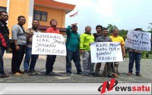 Wartawan Pamekasan Dianiaya Oknum Ketua Pokmas, Wartawan Sampang Gelar Aksi