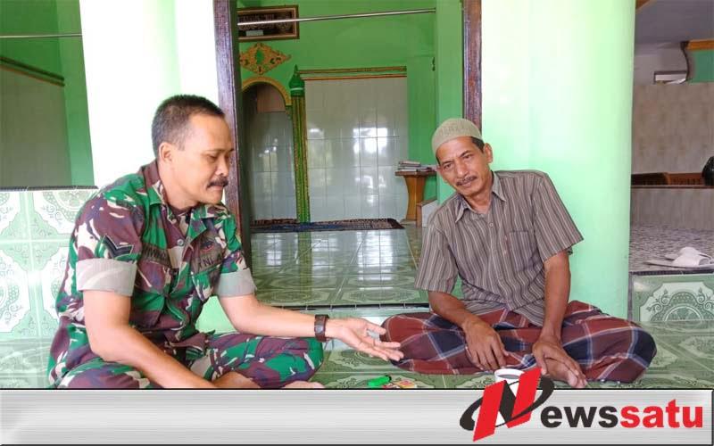 Babinsa Bangkalan Intens Komsos dan Anjangsana ke Rumah Warga