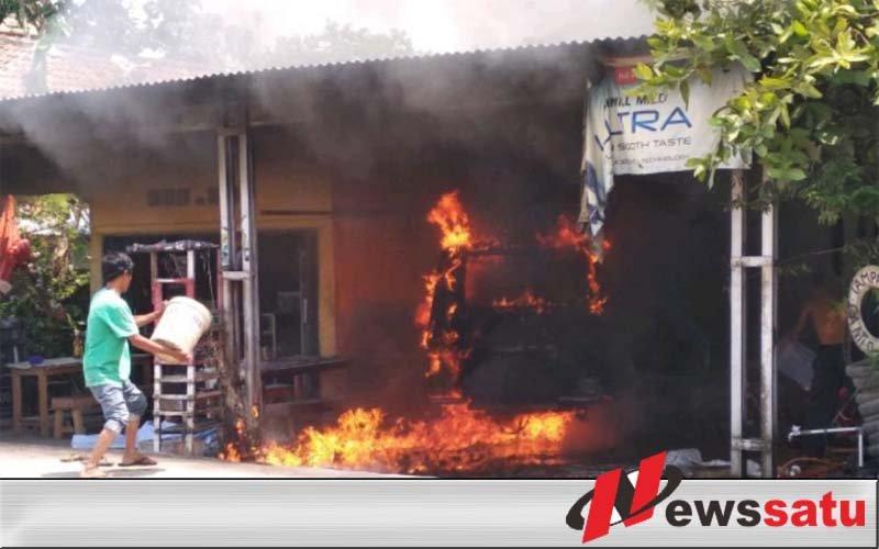 Sebuah Bengkel di OKI Kebakaran, Satu Unit Mobil Ikut Hangus