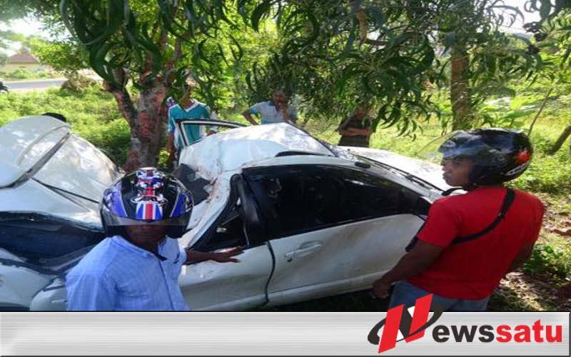 Diduga Sopir Mengantuk, Mobil Avanza Tabrak Pohon