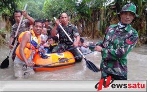 Ketika Sertu Juhartono Berhasil Selamatkan Bayi Korban Banjir