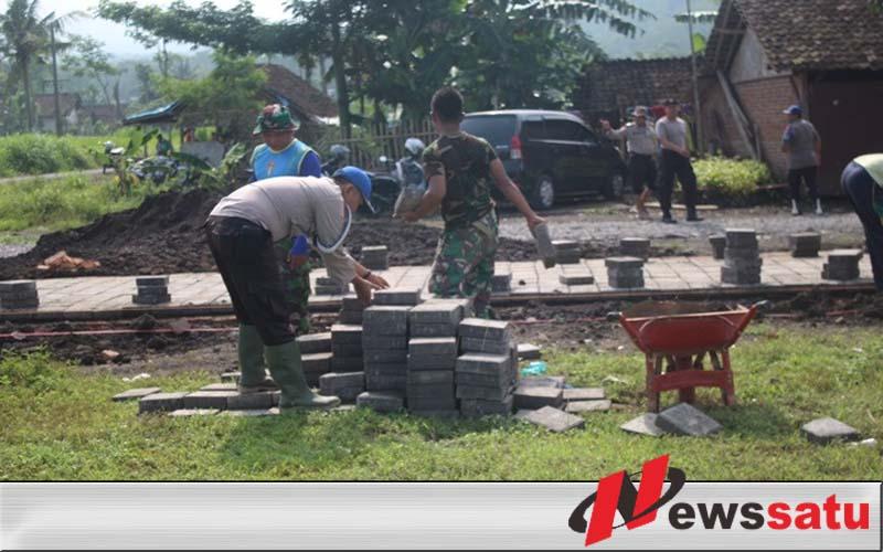 TNI-Polri Di Jember Kompak Bangun Desa Terisolir