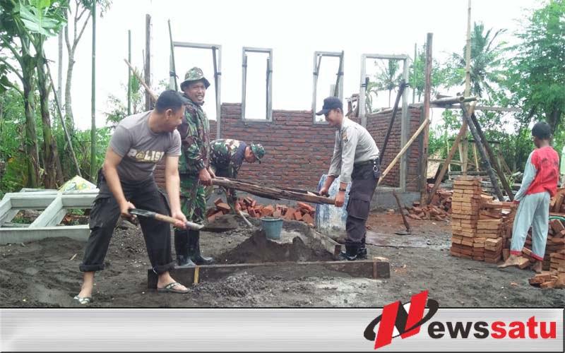 TNI-Polri Kebut Pembangunan MCK dan RTLH di Desa Gunung Malang Jember