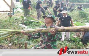 TNI Serta Masyarakat Laksanakan Kerja Bakti di DesaTonjung Kecamatan Burneh Bangkalan