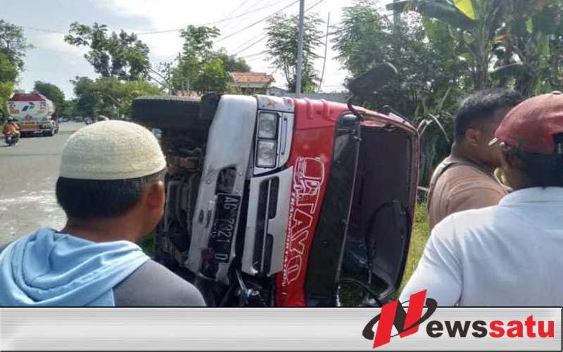 Dua Orang Tewas Dalam Kecelakaan Mini Bus Vs Motor