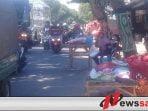 Penjual Kembang Musiman Menjamur, Jalan Di Probolinggo Macet