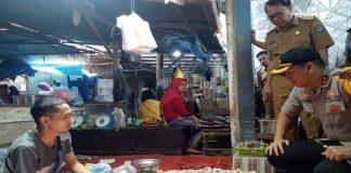 Tim Gabungan OKI Sidak Harga Sembako di Pasar Kayuagung