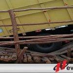 Di Lewati Truk, Jembatan Darurat Sumsel-Lampung Ambruk