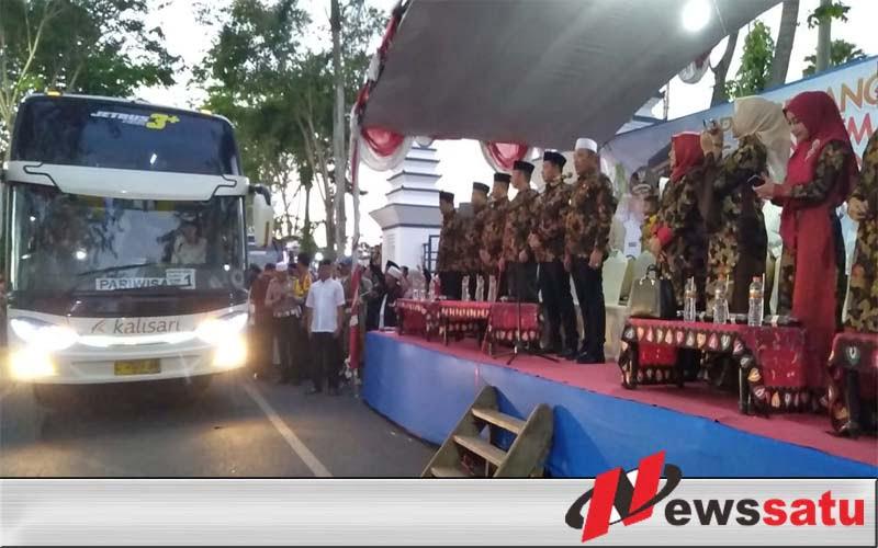 JCH Jamaah Haji Kabupaten Sampang Diberangkatkan