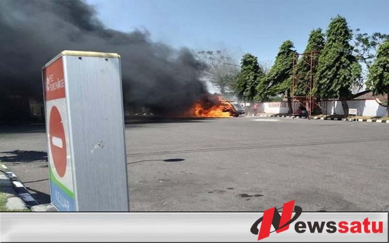 Mobil Terbakar Di SPBU Probolinggo
