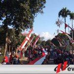 Ratusan Siswa Di Bondowoso Gelar Kibarkan Merah Putih Sepanjang 100 Meter