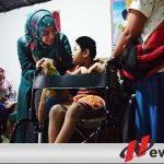 Anak Lumpuh Di Bondowoso Dapat Kursi Roda Gratis