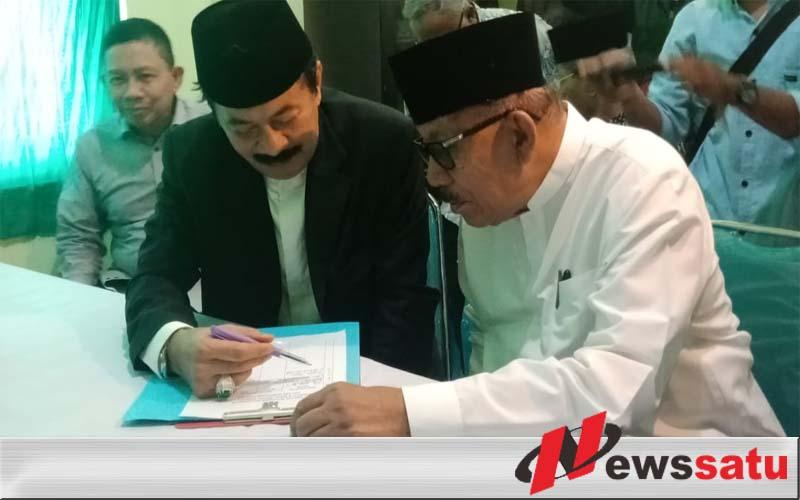 Didampingi Mantan Gubernur Jatim Fattah Jasin Daftar Bacabup Di PKB Sumenep