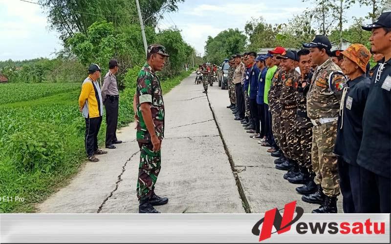 Warga Paciran Lamongan Lakukan Penghijauan Bersama TNI