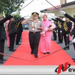 Kedatangan AKBP Erick Frendis Disambut Dengan Pedang Pora Di Polres Bondowoso