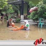 Tanggul Sungai Jebol, Rumah Warga Desa Sendir Terendam Air