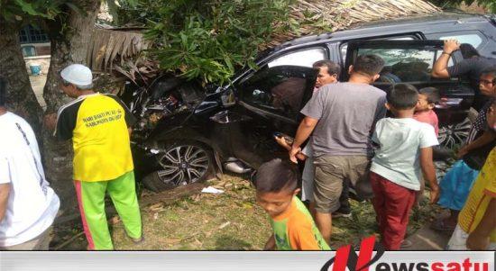 Mobil Profit Tabrak Pohon, Satu Keluarga Jadi Korban Kecelakaan