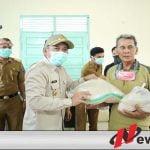 Bupati Iskandar Sebar 60 Ribu Paket Sembako untuk Warga Terdampak Covid-19