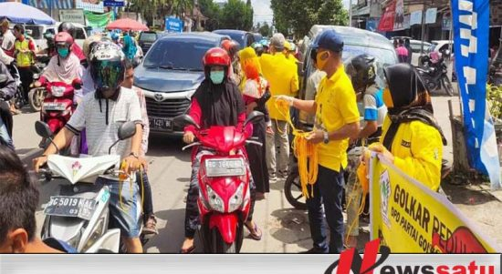 DPD II Partai Golkar Kabupaten OKI Bagikan Ribuan Potong Masker
