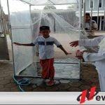 Jamaah Sholat Jumat Di Probolinggo Harus Lewati Ruang Sterilisasi