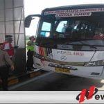 Bus Jurusan Pulau Jawa Dihadang Petugas Covid-19 Di Tol Kayuagung