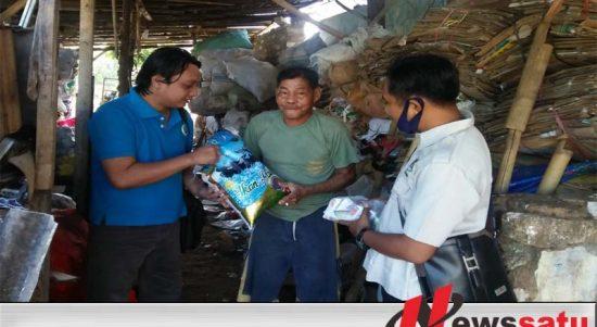 Covid-19, PWI Sumenep Bersama HIPO Bagi-bagi Sembako