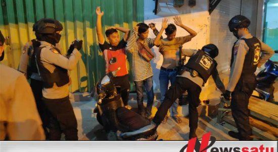 Gelar Pesta Miras Ditengah Pandemi, 6 Laki-Laki Di Sumenep Diamankan Polisi