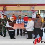 Pandemi Covid-19, Gubernur Jatim Berikan Bantuan Fakir Miskin Di Pulau Raas Sumenep