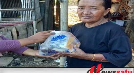Pandemi Covid-19, PWI Sumenep Bersama Sari Roti Bagi-bagi Roti Kepada Masyarakat