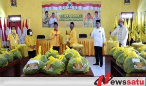 Partai Golkar Bondowoso Bagikan Ribuan Bingkisan Pada Seluruh Kader
