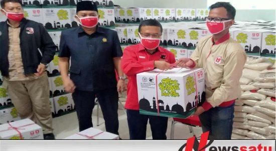 Peduli Covid-19, PDIP Malang Raya Bagikan 2000 Paket Sembako