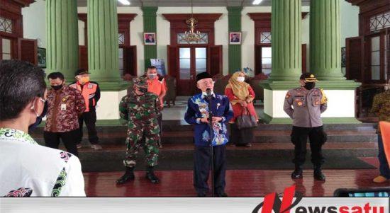 Pemkab Bondowoso Beri Bantuan Paket Sembako Pada 920 ODP Covid-19