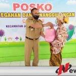 Sisihkan Gaji, Pegawai Kecamatan Jambesari Bondowoso Bagikan Ratusan Paket Sembako