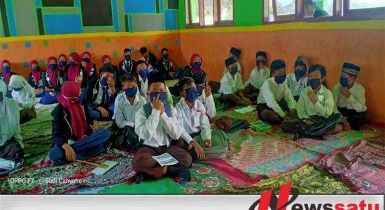 Gaungkan Adaptasi Kebiasaan Baru, FRPB Grebek Sekolah Pelosok Di Pemekasan