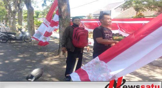 Penjual Bendera Dan Umbul-umbul HUT Kemerdekaan RI Mulai Bermunculan Di Kota Probolinggo