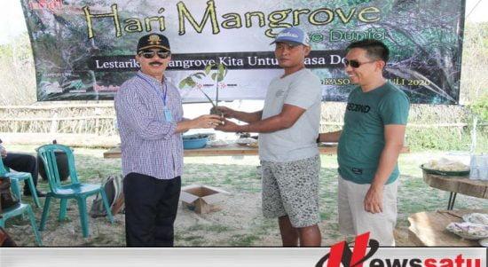 Peringati Hari Mangrove Sedunia, Fattah Jasin Tanam Mangrove Tanjung Saronggi Sumenep