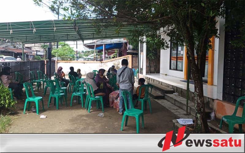 Warga Desa Antibar Kabupaten Mempawah Cairkan BST Tahap III