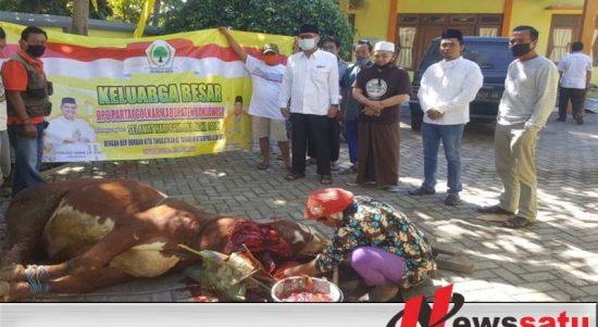 DPD Partai Golkar Bondowoso Bagikan Ratusan Paket Hewan Qurban Pada Warga
