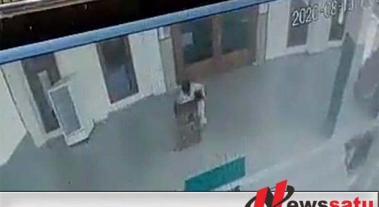 Maling Kotak Amal Masjid Di Pamekasan Terekam CCTV di Siang Bolong