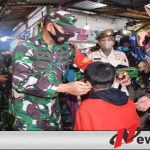 Petugas Gabungan di Mojokerto Bagikan 5 ribu Masker