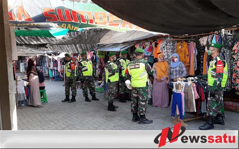 Keliling Pasar Tradisional, Babinsa Mantup Edukasi Masyarakat