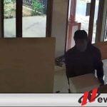 Terekam CCTV, Seorang Laki- Laki Mencuri Uang Kotak Amal di Mushola Junrejo Kota Batu
