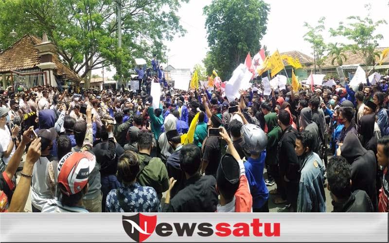 Ribuan Mahasiswa, Gelar Aksi Bela Hak Buruh dan Tolak Omnibus Law di Pamekasan
