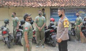 Menengok Kekompakan TNI/Polri Saat Gotong Royong di Asrama Polres Sampang