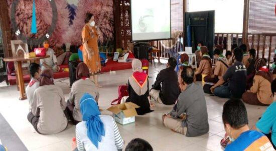 Relawan Belajar Tangani Gigitan Ular dari Pakar Toksikologi Indonesia