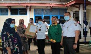 Pemkab OKI Salurkan Bantuan Untuk Bangkitkan IKM