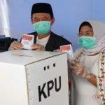 Fattah Jasin Gunakan Hak Pilihnya Di Kelurahan Kepanjin Sumenep