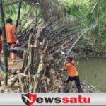 Tak Ingin Kecolongan Banjir, BPBD Pamekasan Getol Bersihkan Aliran Sungai