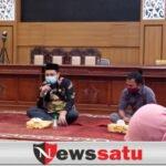 Ketua DPRD Kota Probolinggo Gelar HPN Bersama Wartawan Dengan Bagikan Masker