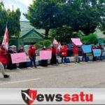 Tolak Fosfat, Mahasiswa Di Sumenep Demo Kantor DPRD
